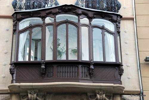 Mirador de un edificio modernista situado en la calle San Nicolás cuya fachada da a la plaza de San Nicolás.