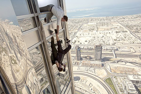 Jeremy Renner and Tom Cruise horse around in the Dubai of 'Mission: Impossible - Ghost Protocol'.