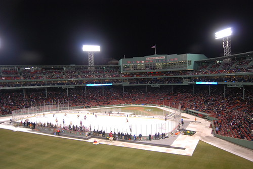 Huskies stake at Fenway Park, fall 2-1