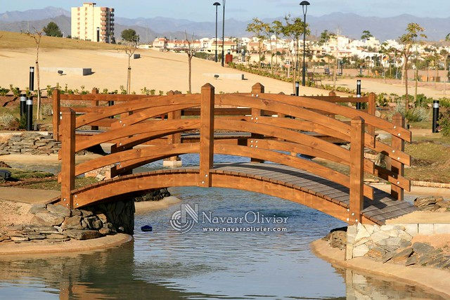 Puente curvo de madera flickr photo sharing - Puentes de madera ...