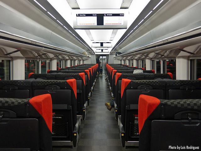 Interior del Narita Express, en clase estándar.