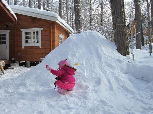 雪山を作る 2012年1月28日9:50 by Poran111