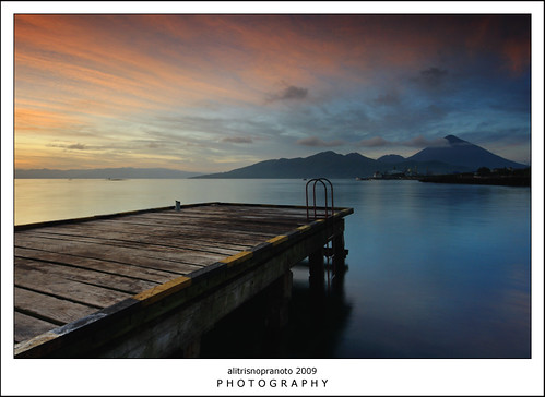 longexposure red sun yellow sunrise indonesia landscape pier nopeople slowspeed ternate malukuutara northmaluku alitrisnopranoto dodokuali northmolluca fokusmaut