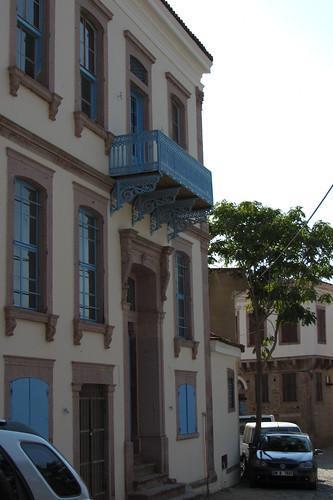Burhaniye day 2 (Ayvalik): old house with blue accents (1)