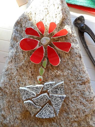 fiore mosaico su sasso per papà 2