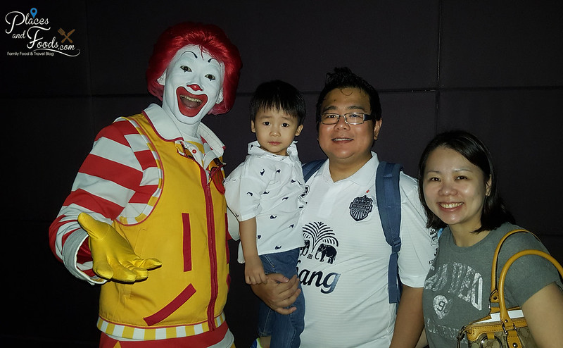 mcD angry birds screening family with ronald mcdonalds