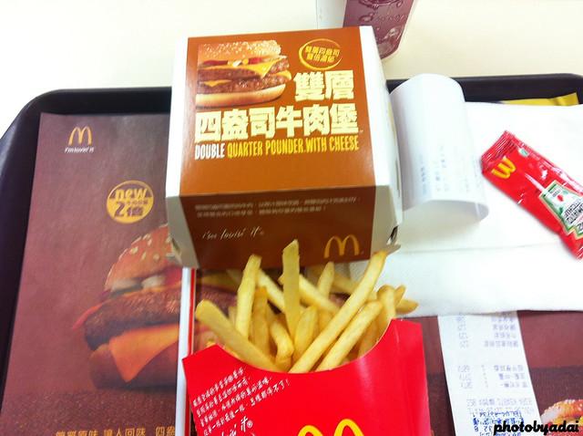 2011.11.30 麥當勞雙層四盎司牛肉堡_iPhone4