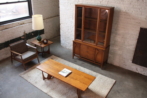 Smart Broyhill Brasilia Walnut Mid Century Modern Credenza with Removable Hutch (1964)