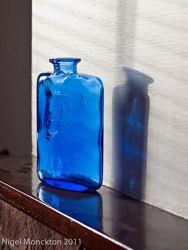 1000/654: 27 Nov 2011: Blue Glass Bottle by nmonckton