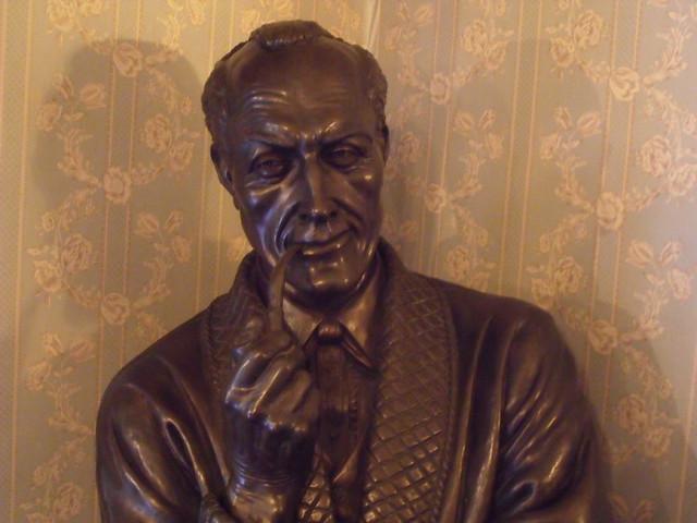 The Sherlock Holmes Museum - 221b Baker Street, London - bust of Sherlock Holmes