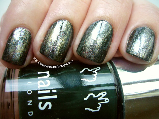 nails inc fitzhardinge street and eyeshadow glitter 1