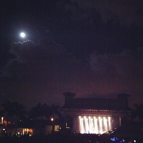 Doesn't get much better #moon #palmtree #mymorningjacket wish u were here mom