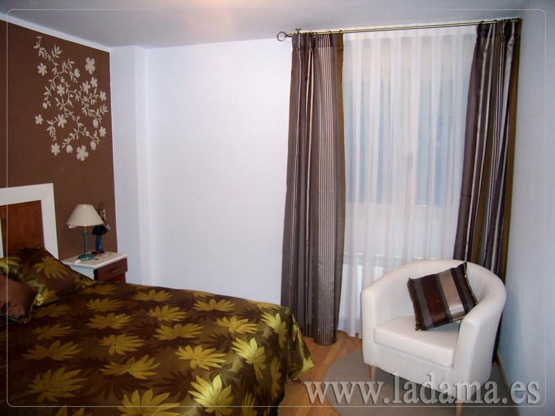 Fotograf as de cortinas con barras la dama decoraci n - Edredones leroy merlin ...