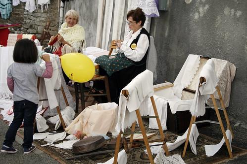 foto ritratto donne lavorando a maglia