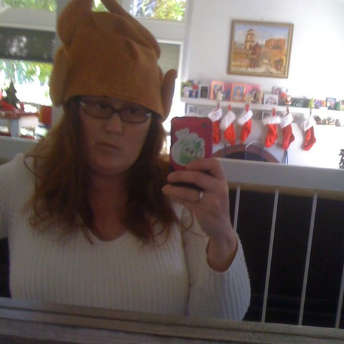 The #magichats have gone awry cc: @goonsquadsarah @aaronvest I have a turkey on my head