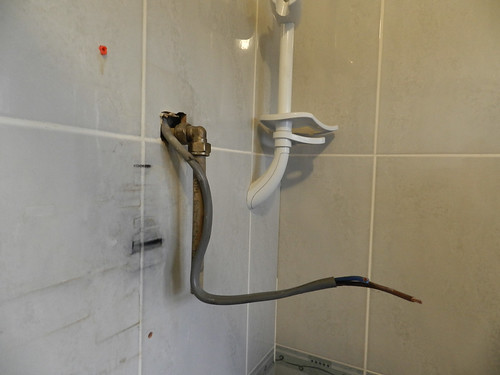 Replacing the power shower