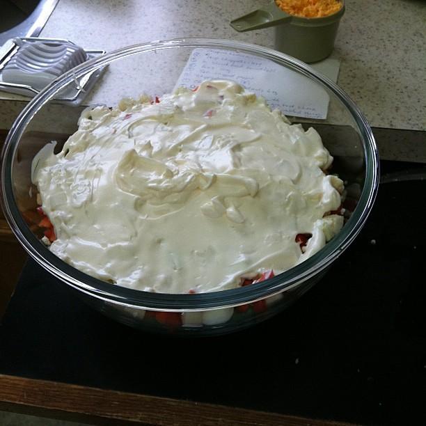 Making layered salad #hourlyphoto