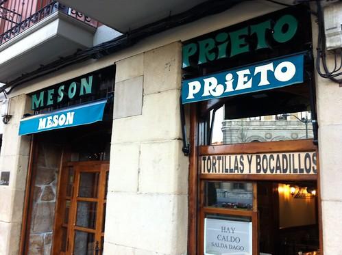 FACHADA  MESON PRIETO BILBAO by LaVisitaComunicacion