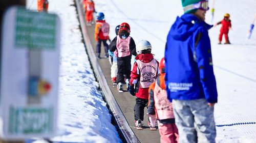 Kids' ski lesson in Grandvalira. Courtesy of Grandvalira.com