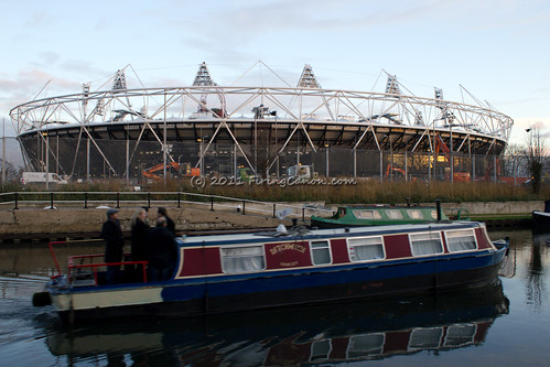 London_Olympic_Stadium_Orbit_Canal_Boat_R_4765