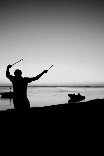 ocean sunset white black beach silhouette canon island eos soleil noir indian coucher ile player bateau plage blanc indien pirogue bassin diabolo joueur 40d océan réunion