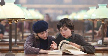 12a07 Hugo Cabret Scorsese Chloe-moretz-et-asa-butterfield-dans-le-film