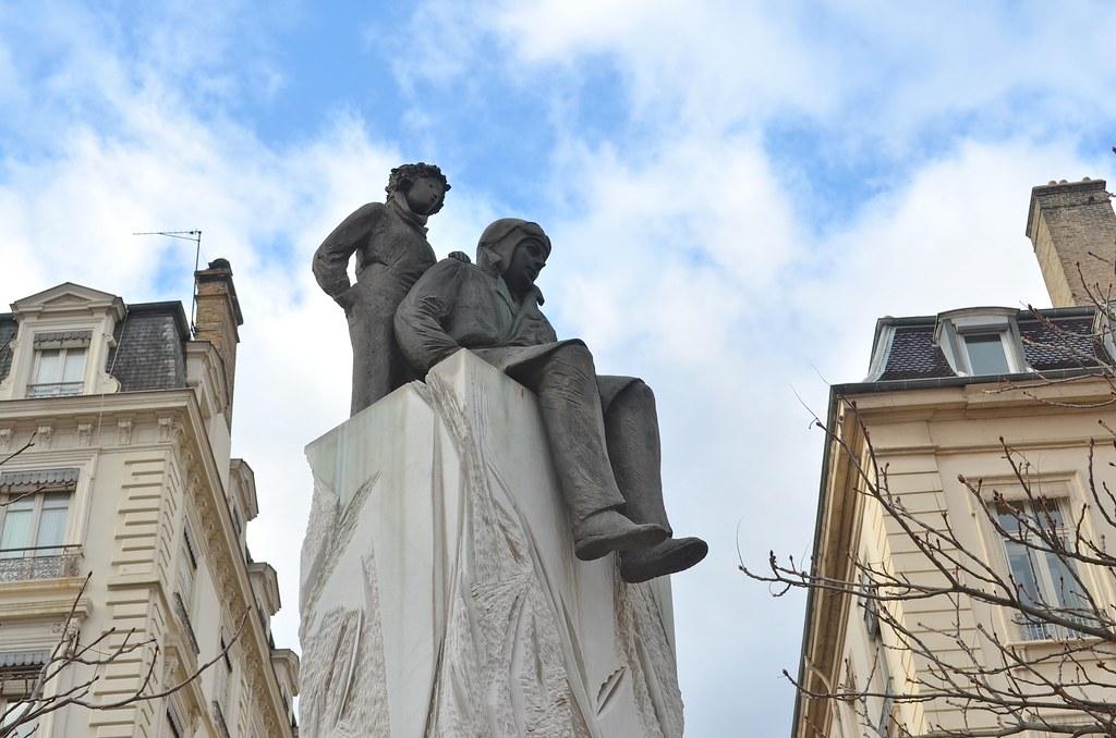 Statue de Saint-Exupéry et du Petit Prince sur la place Bellecour à Lyon - Photo de Benjamin Timberlake