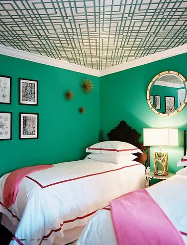Bright green + pink bedroom: 'Kelly Green' by Benjamin Moore by xJavierx