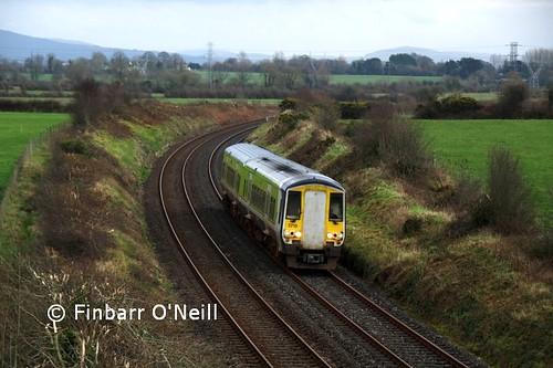 ireland irish green train diesel rail railway trains railcar commuter railways regional 2012 dmu 2724 2715 multipleunit ié 2car gecalsthom 2700class finbarroneill multpleunit finnyus