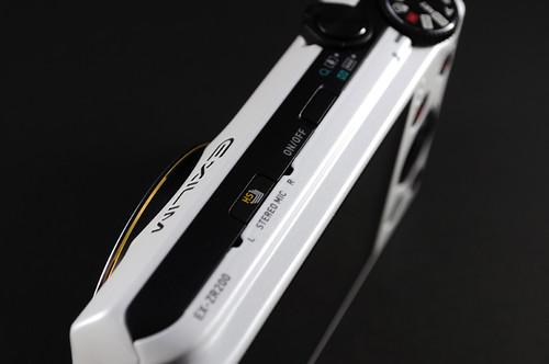 カシオ EXILIM EX-ZR200