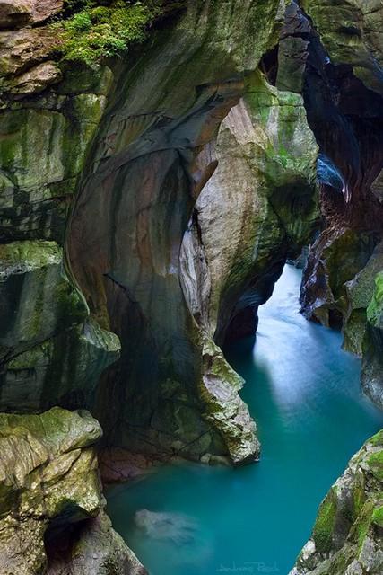 beautiful rocks_001