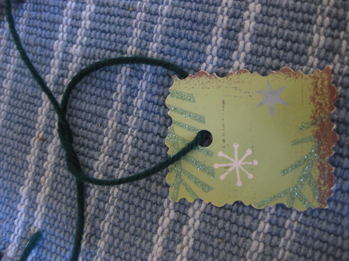 Knotting the gift tag