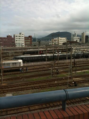 すぐ横は門司港駅