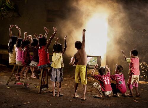無料写真素材, 人物, 集団・グループ, スポーツ, 球技, 人物  後ろ姿, サッカー, インドネシア人
