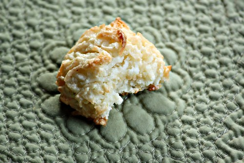 Vegan coconut lime macaroon bite