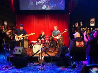 Fender Room Demo, Slacktone, Dave Wronski guitar, Dusty Watson drums