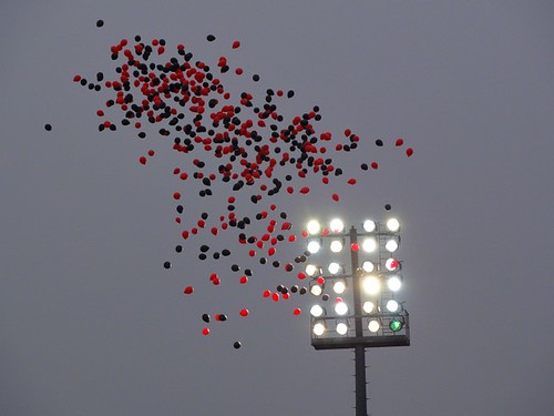 Balloons in front of the Floodlights