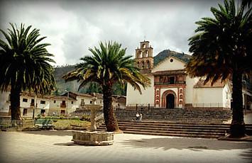 plaza-principal-de-oropesa-cusco-peru
