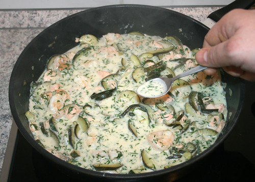 31 - Sauce abschmecken / Taste sauce