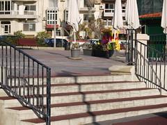 outdoor structure(0.0), furniture(0.0), baluster(0.0), wood(0.0), porch(0.0), boardwalk(0.0), deck(0.0), playground(0.0), handrail(1.0), city(1.0), stairs(1.0), walkway(1.0),
