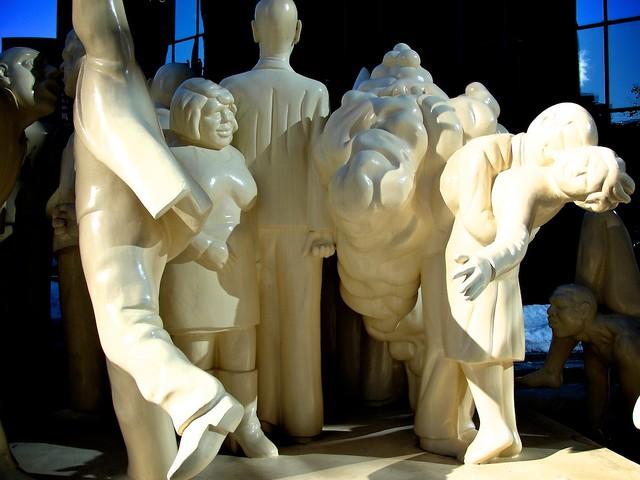 Monuments_montréalais, Foule_illuminée 12