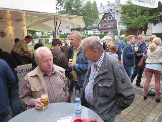 Es gab Gutes zu hören - und ausreichend geistige Getränke im Feuerwehrgerätehaus und am Biertempel auf dem Dorfplatz.