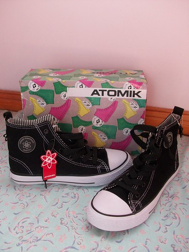 black atomik sneakers