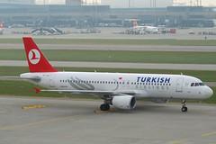 Turkish Airlines Airbus A320-232; TC-JPV@ZRH;28.10.2011/629bi