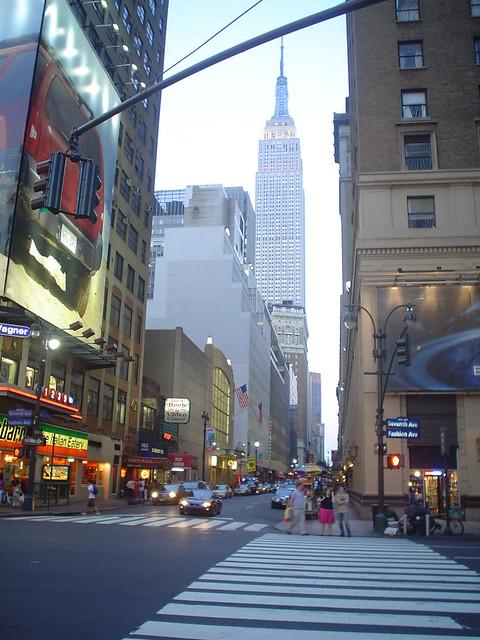 Photo de Fashion Avenue et de l'Empire State Building, New York, USA