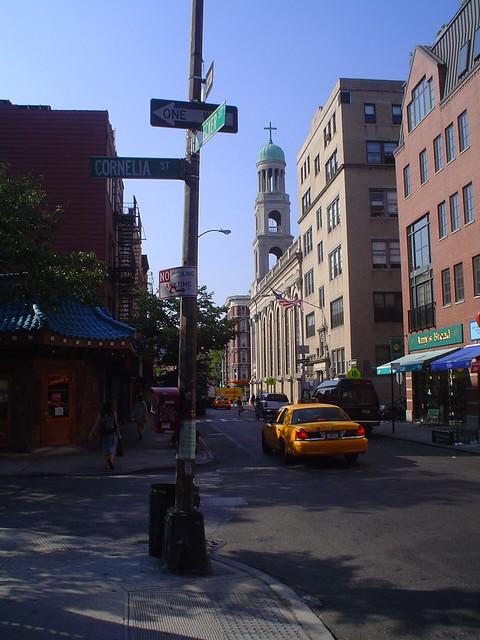 Foto vista de Cornelia Street en el corazón del Greenwich Village de Nueva York EE.UU.