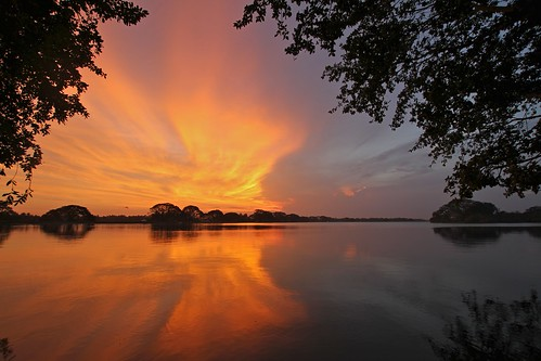 sunset lake color sri lanka