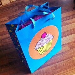 Cupcake gift bag - present ready to take to kids party