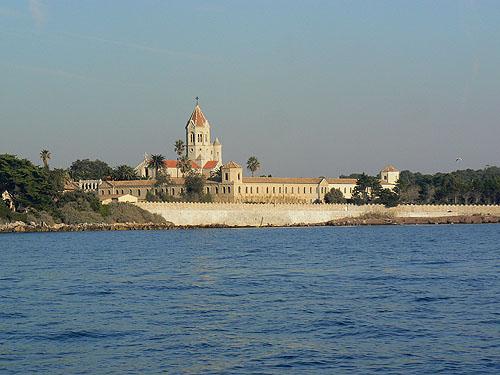 monastère vu de la mer.jpg
