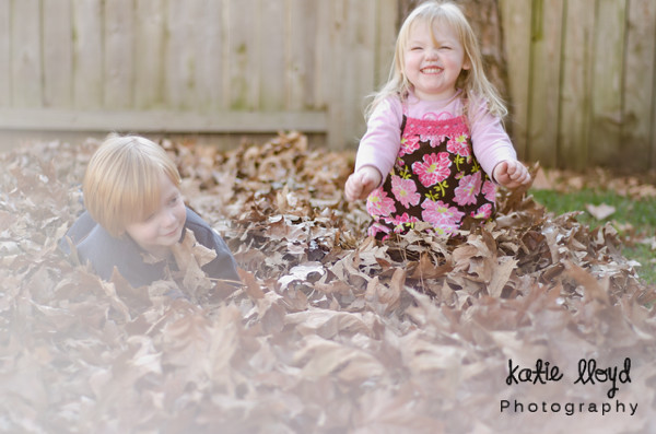 kids-in-leaves
